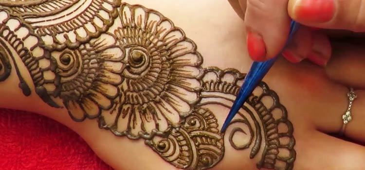 Detailed mehendi design for complete hand