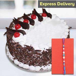 Rakhi with tasty cake